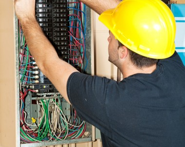 Home Circuit Breaker Maintenance Tips for Phoenix Home Owners